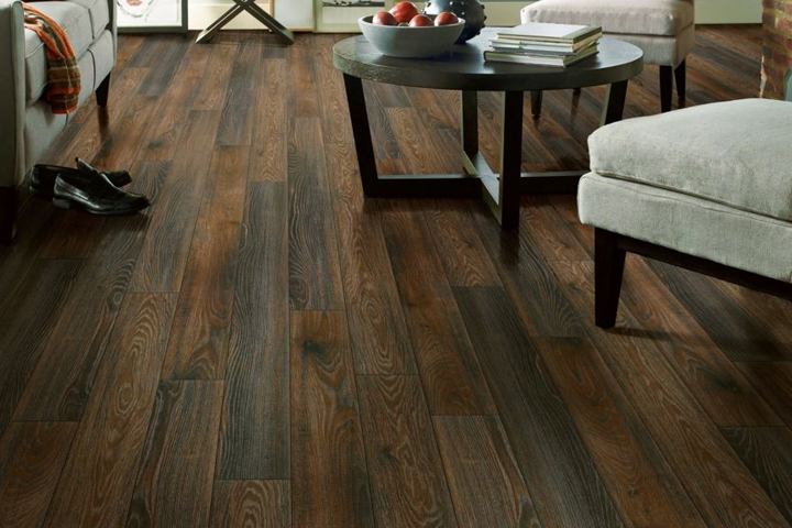 laminate with a wood look in the living room - Brindle Oak 78267